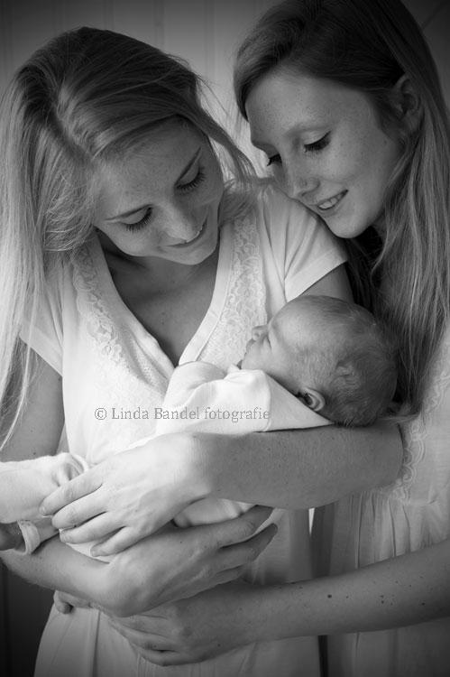 zusjes-newborn-broertje